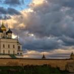 Пешеходная экскурсия по Кремлю и центру города в 11:30 от туроператора «Атмосфера путешествий» в Пскове